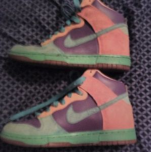 Nike multi colored 6.0 high top tennis shoes